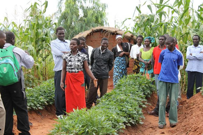 Community education is a vital part of the Malawi Farmer to Farmer Agroecology project. (Photo Credit: Carmen Bezner Kerr)