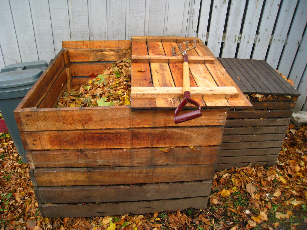 Composting bin (Photo Credit: solylunafamilia)
