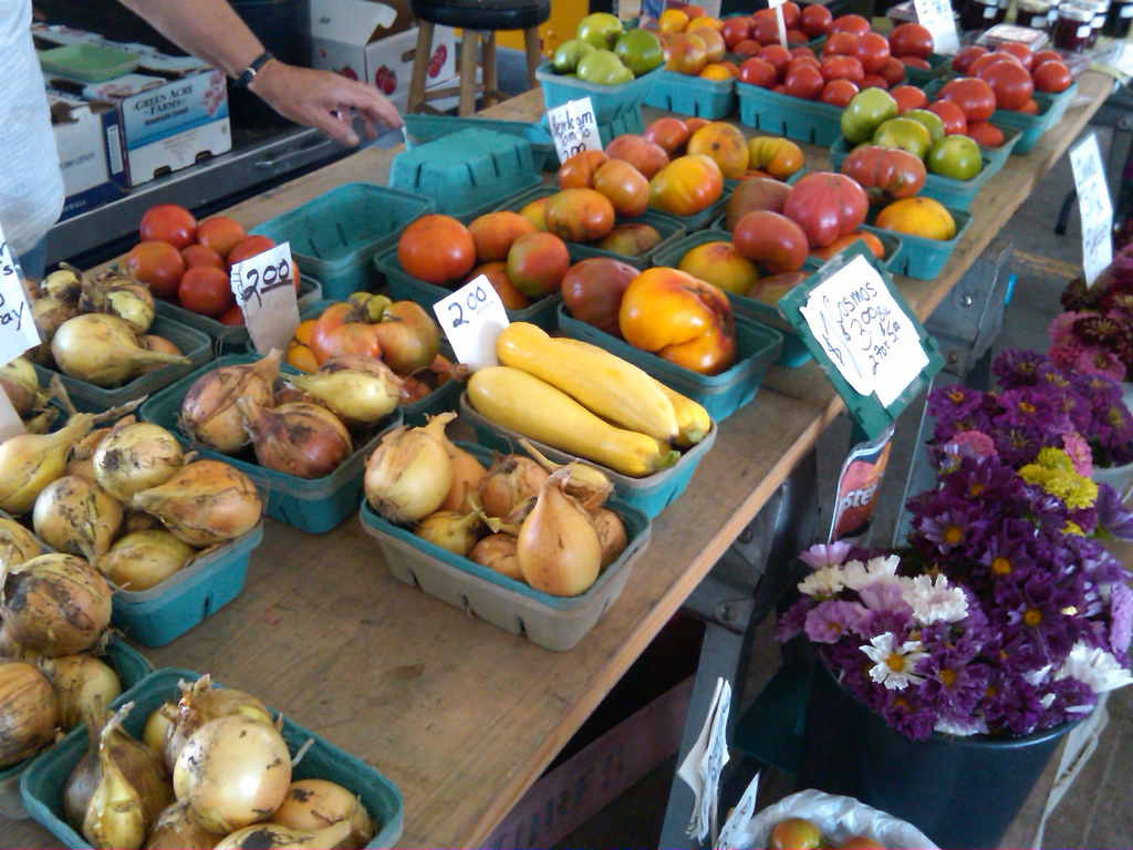 Minneapolis farmer's market (Photo Credit: Brian Johnson and Diane Kantner)