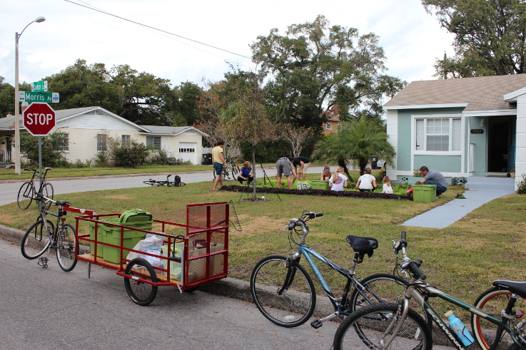 Fleet Farming's bike brigade at work | Photo (CC BY-SA): Fleet Farming