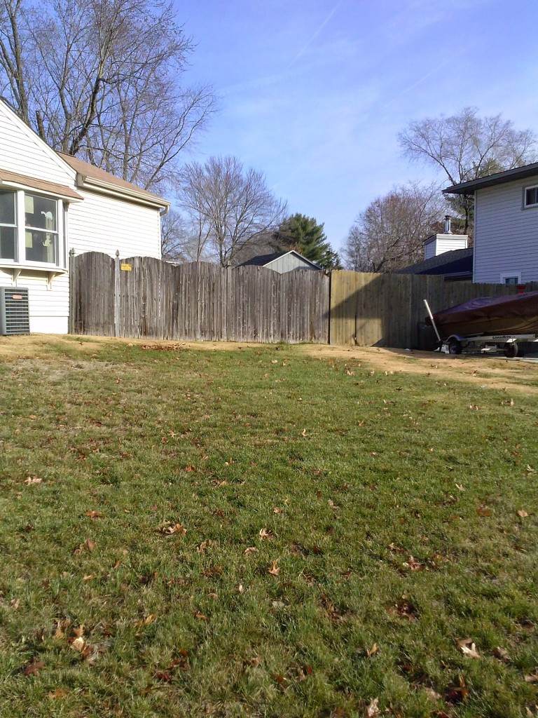 This large and sunny yard is a yardfarmers dream plot and made the cut for season two. Admittedly it is a side lawn and so is visible from the street. That's great as it makes yardfarming visible, though, if neighbors complain it can add to farmer—and yardowner—stress.