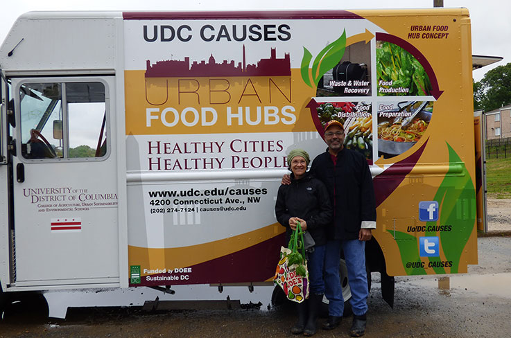 UDC president Ronald Mason and his wife Belinda DeCuir Mason pose in front of CAUSES Food Truck. Photo (CC BY-SA): Leslie Malone.